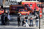 Злоумышленник на автомобиле Renault Megane протаранил фургон с жандармами на Елисейских полях в Париже