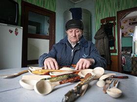 Браслаўскі майстар аднаўляе традыцыі вырабу драўляных лыжак