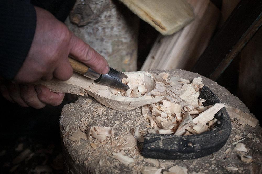 Тэхналогія вырабу сапраўдных беларускіх лыжак з дрэва засталася амаль нязменнай.
