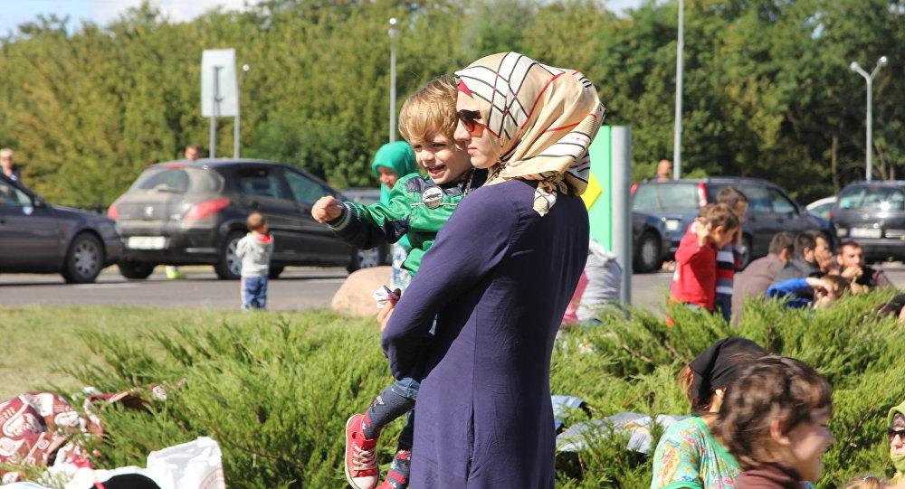 Беженцы у пункта пропуска Брест летом 2016 года