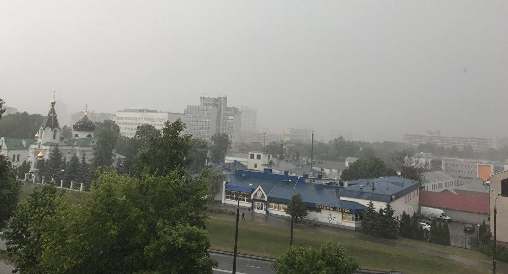 Сильный ливень в Минске в июне