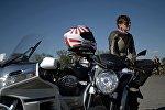 Мотоциклистка, архивное фото