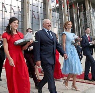 Лукашэнка і выпускнікі беларускіх ВНУ