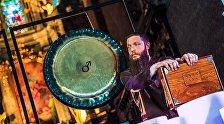 Звукотерапевт, гонг-мастер, основатель и руководитель Театра звука, член международной ассоциации звукотерапевтов Андрей Сутугинас