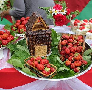 На празднике Лунінецкія клубніцы