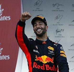 Австралиец Риккардо радуется победе в Баку