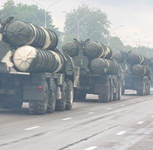 Прохождение колонны военной техники на репетиции парад в Минске