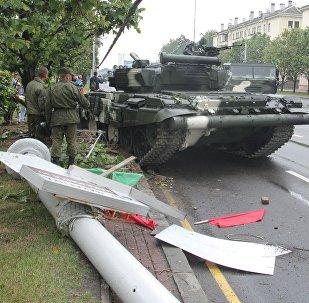 Авария с танком Т-72 в Минске