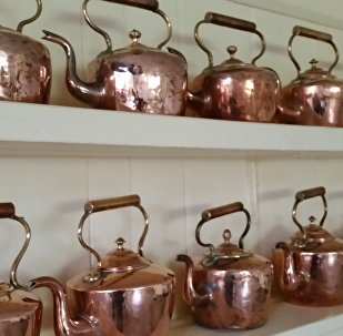Медные чайники, архивное фото