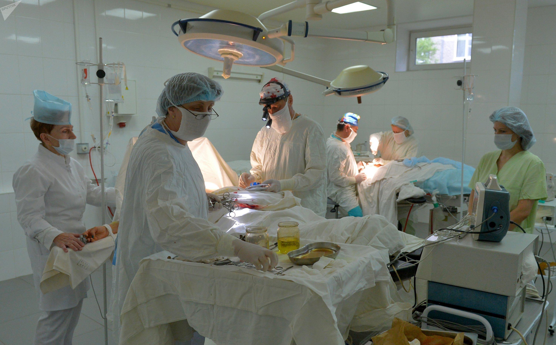 В операционной Клинического центра проходит несколько операций одновременно