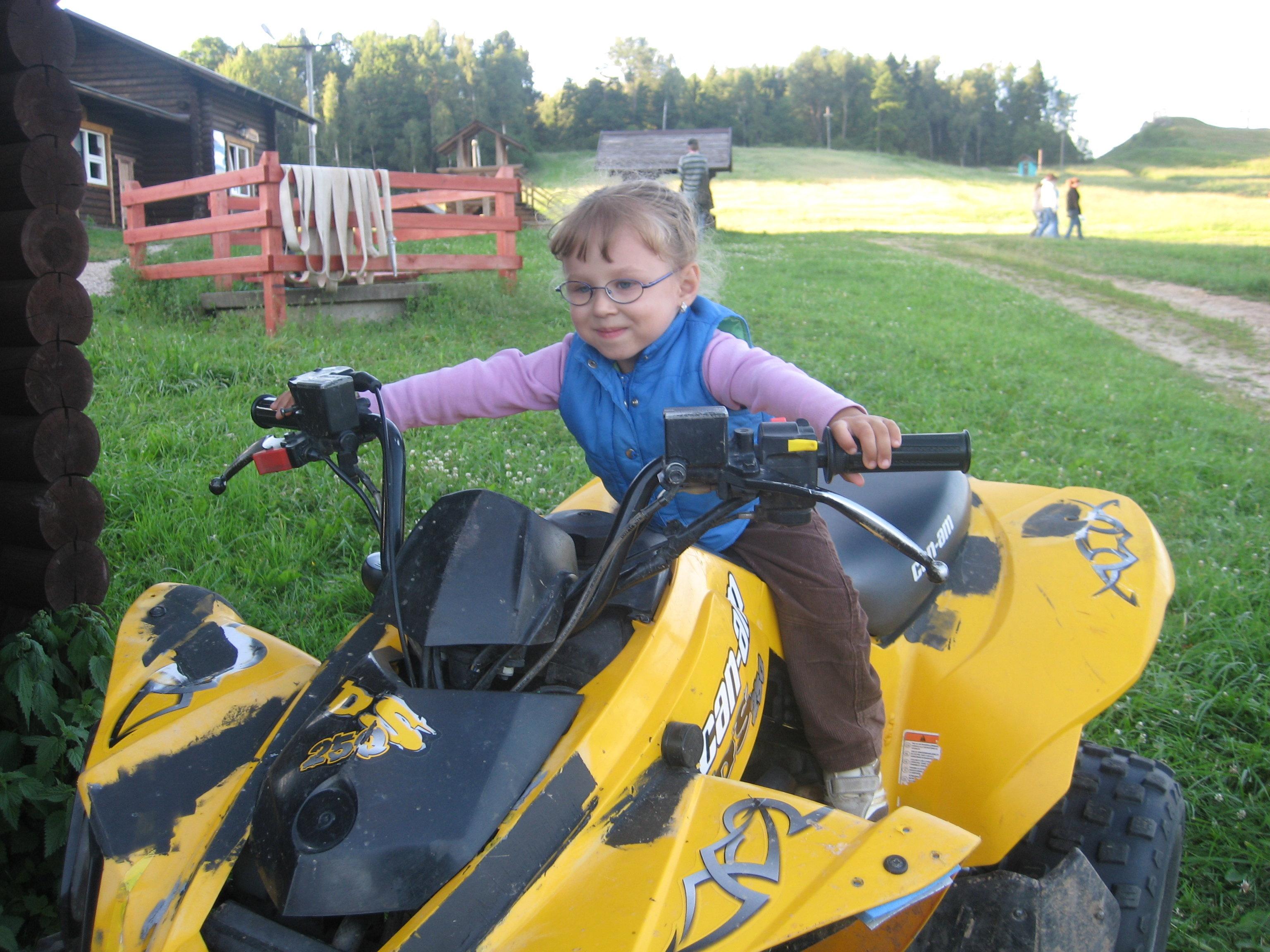 Первое время после детского дома Соня боялась даже выходить из квартиры, а спустя пару лет уже отважно покоряла квадроцикл