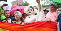 Люди радуются закону, разрешающему однополые браки в Германии