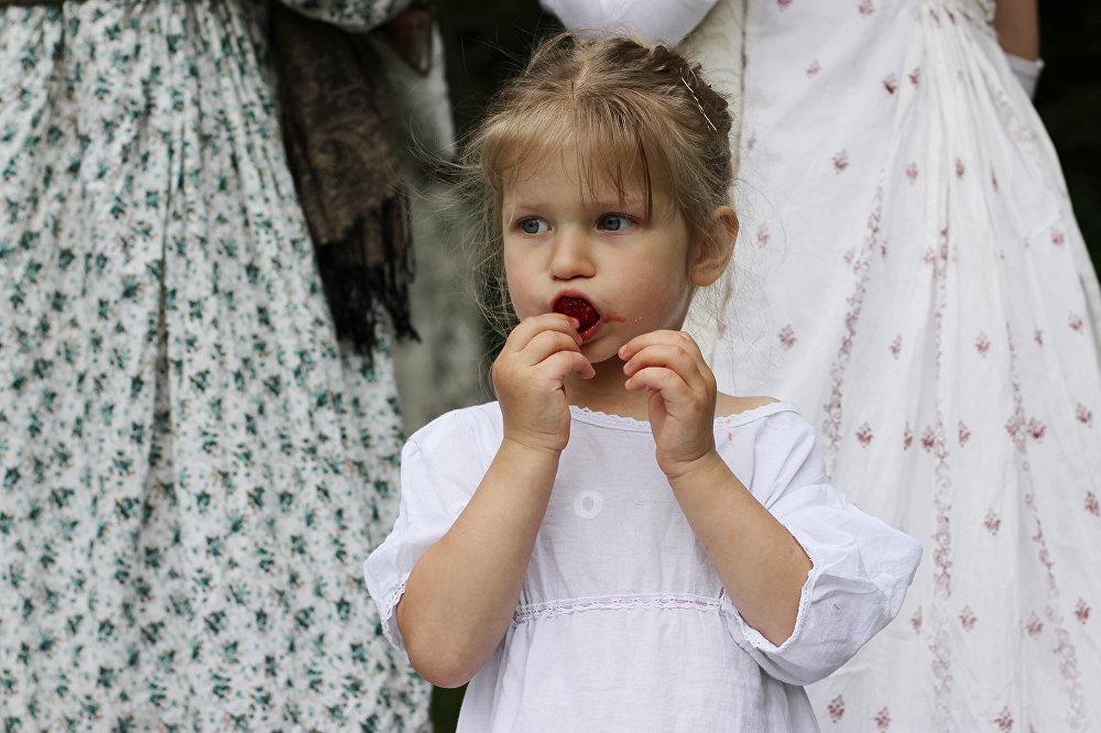 Сакавітыя летнія ягады - лепшы пачастунак для юных гасцей.