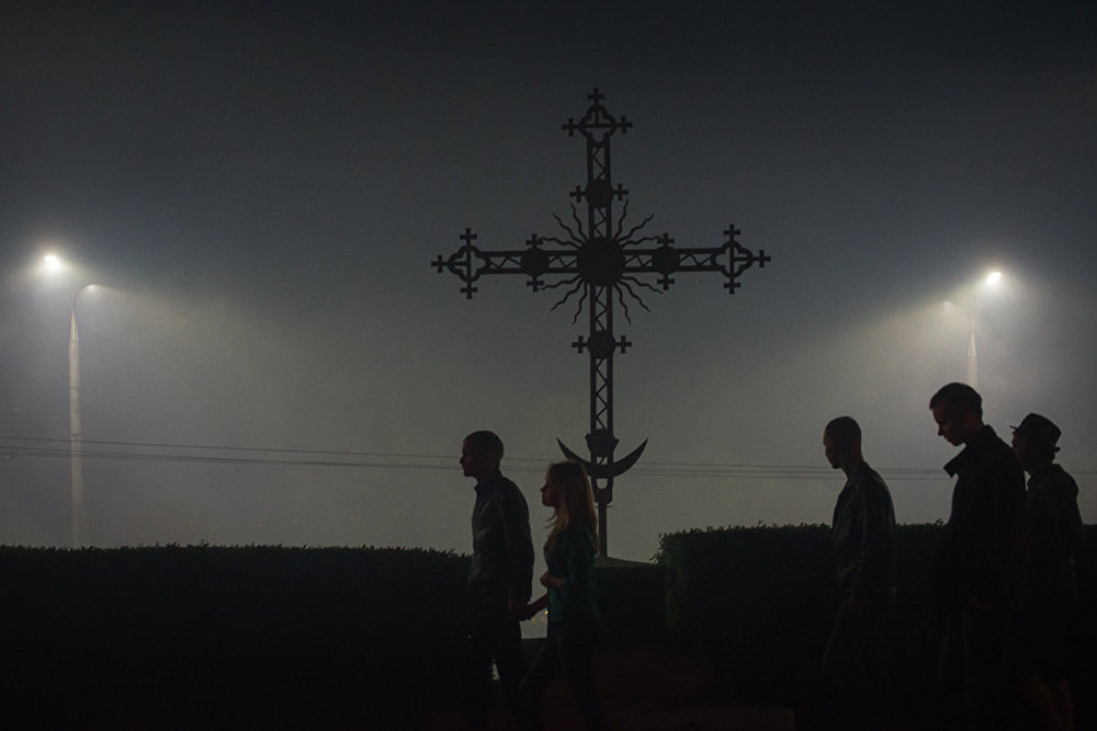 Апоўначы горад ахутаны туманам ад піратэхнічнага шоу. Задаволеныя жыхары і госці Магілёва вяртаюцца дадому.