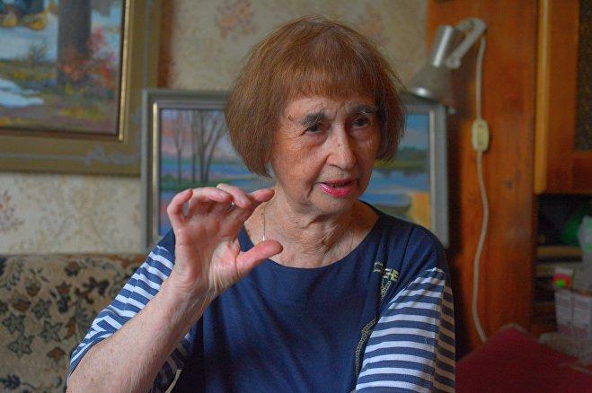 Осенью 44-го Инесса Макарчук пошла в школу. До сих пор помнит те завтраки - кусочек хлеба, посыпанный сахаром - и холод