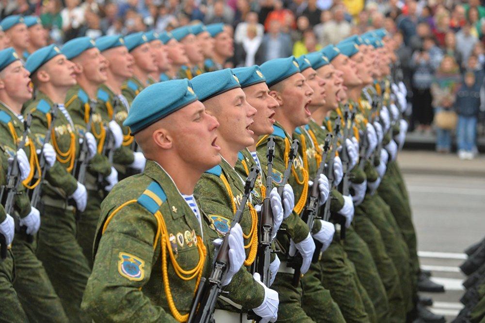 Парадный расчет 38-й отдельной гвардейской десантной-штурмовой бригады.