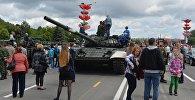 Видеофакт: танки в городе – детям радость