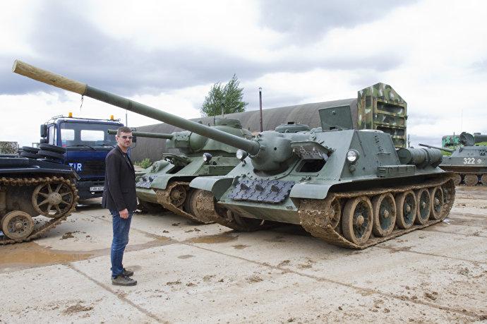 Т-34 и СУ-100, заботливо восстановленные в ангаре ИКК