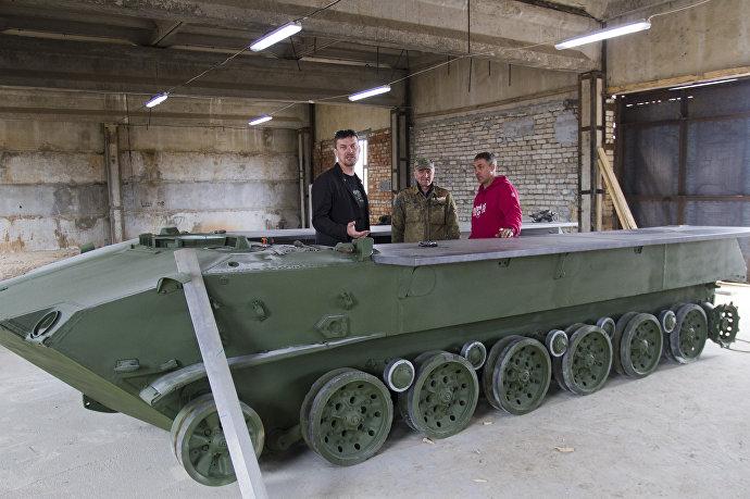 Будущая барная стойка из шасси боевой машины