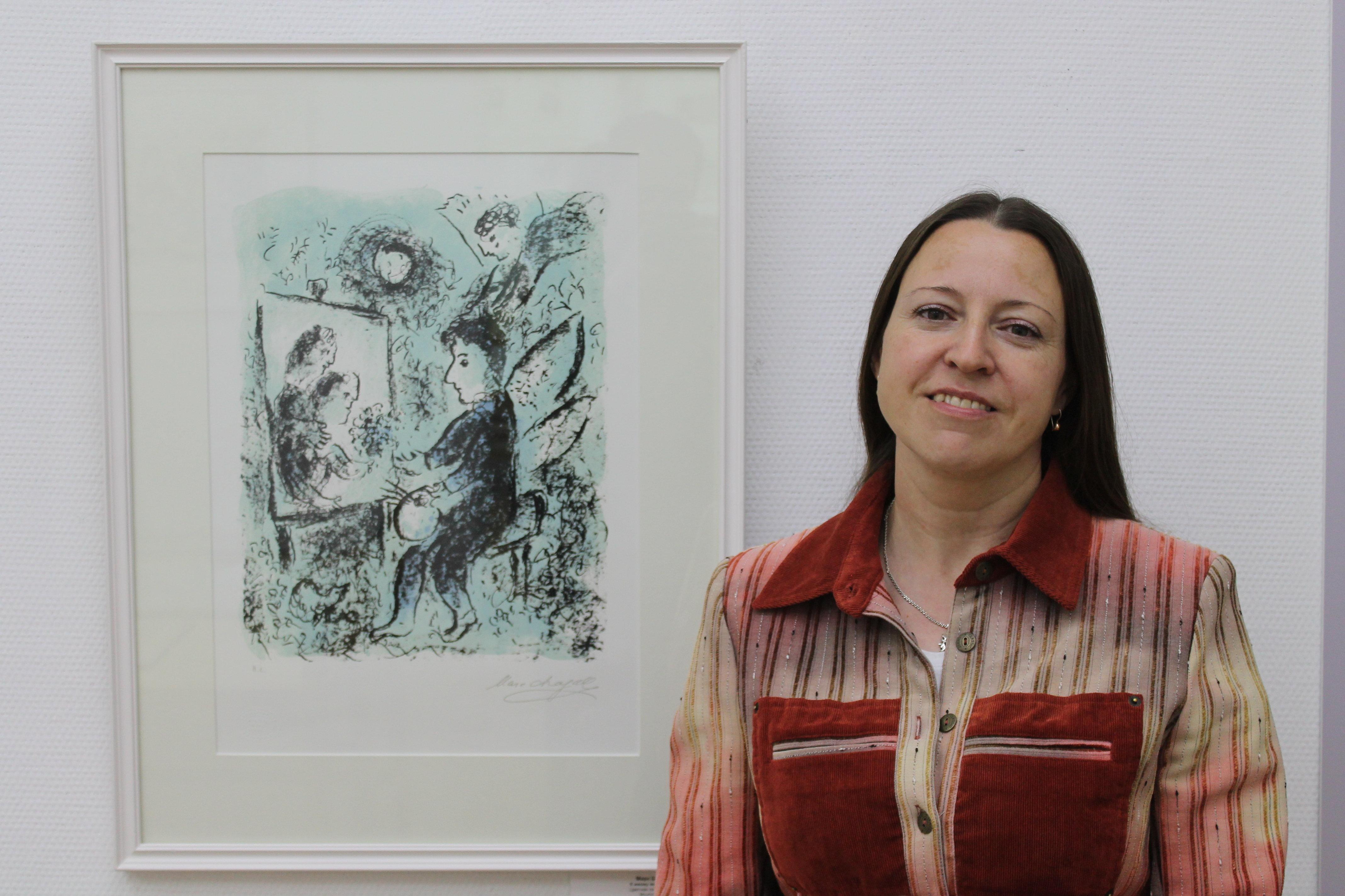 Директор музея Марка Шагала Ирина Воронова рядом с первой подаренной музею картиной К иному миру - по иронии судьбы, последней работой Мастера