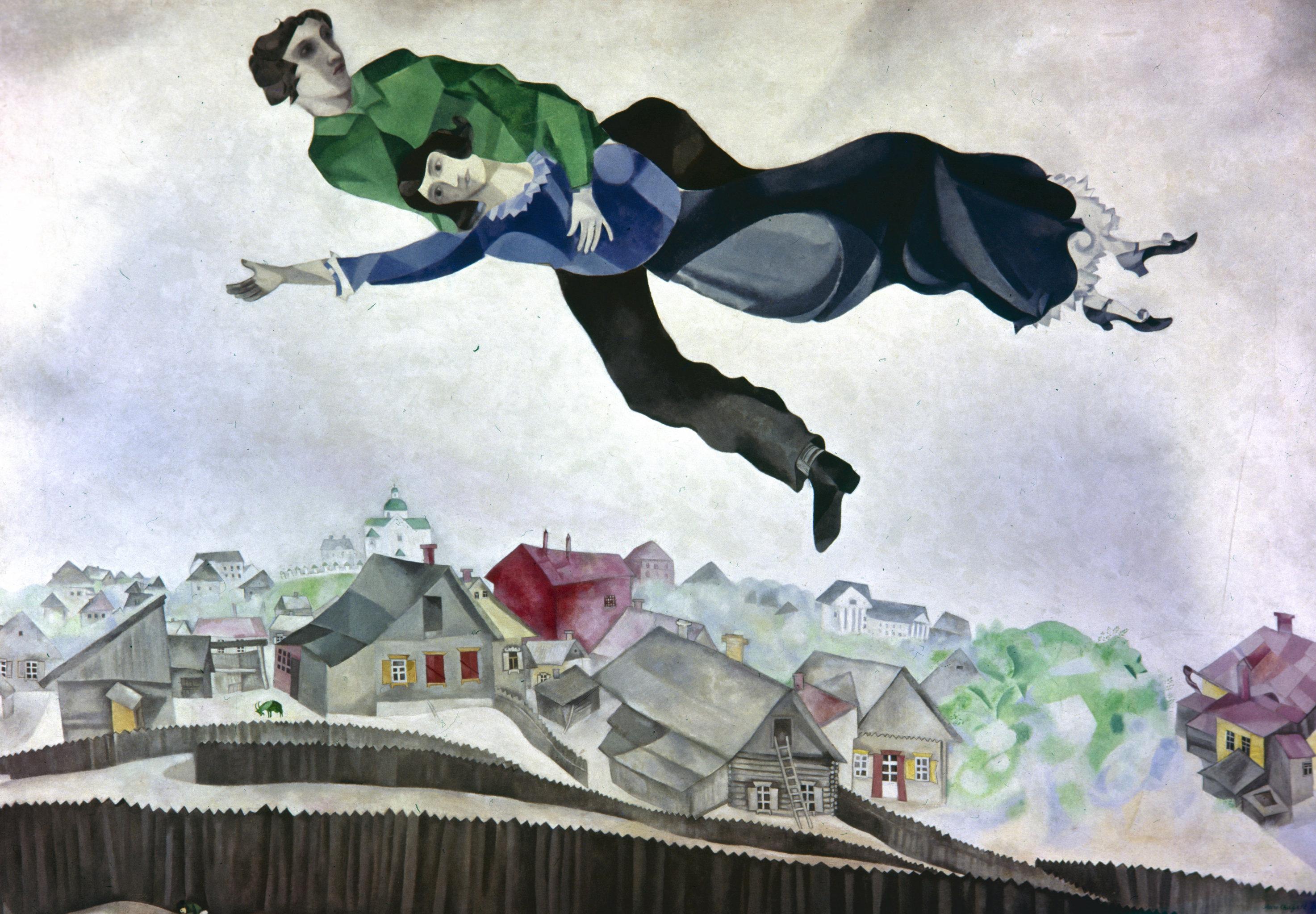 За долгую жизнь у Шагала было три жены, но над городом он летал только с Беллой - репродукция картины Над городом
