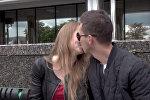 В День поцелуя Адам Глобус и минчане – об открытом проявлении чувств