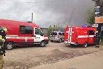 Место пожара в ангаре с лакокрасочной продукцией на юге Петербурга
