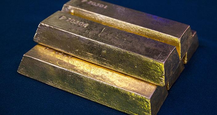 Золотые слитки, архивное фото
