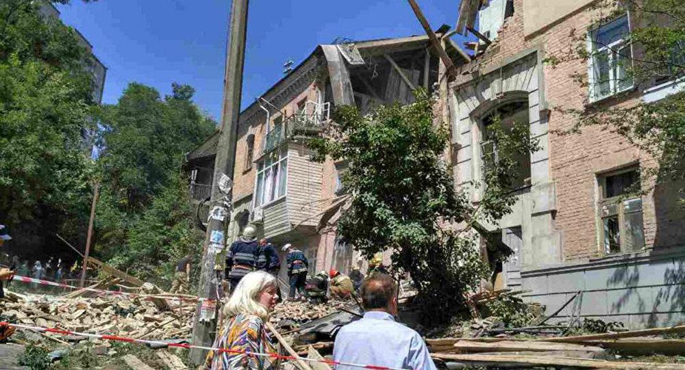 ВКиеве из-за взрыва обрушилась часть жилого дома