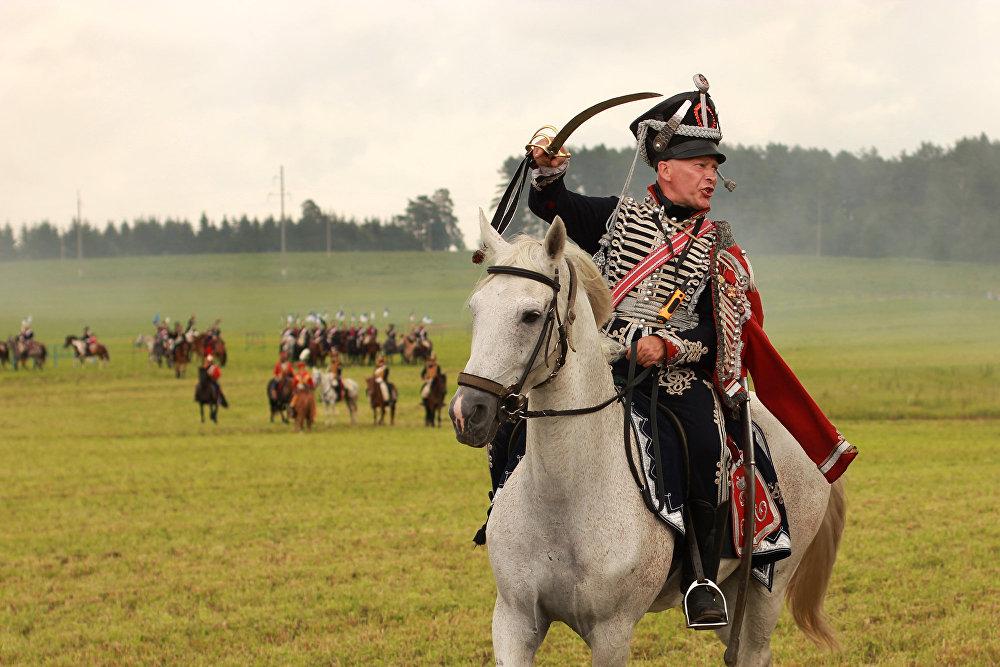 Калі не чутна камандаў з-за шуму бою, у кавалерыі ёсць спецыяльныя жэсты, які азначаюць атаку.