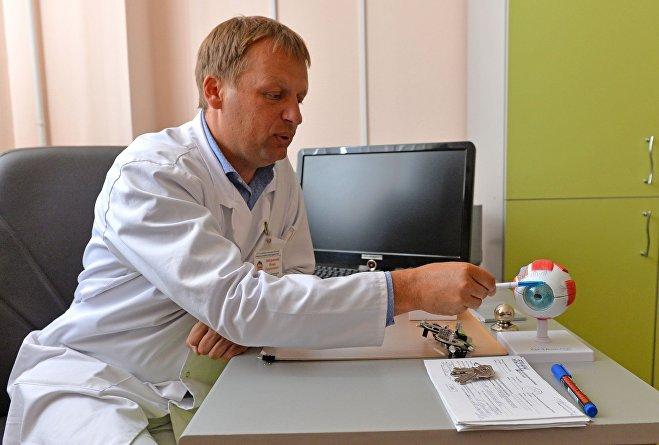 Игорь Заборовский отмечает, что противопоказаний к лазерной коррекции не так и мало