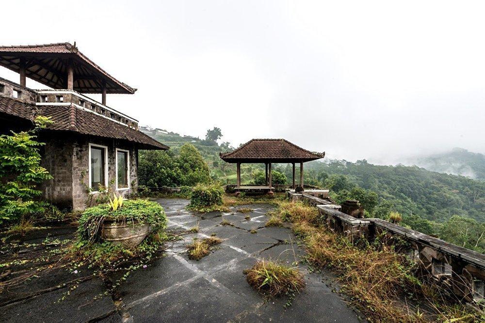 Заброшенный отель на Бали