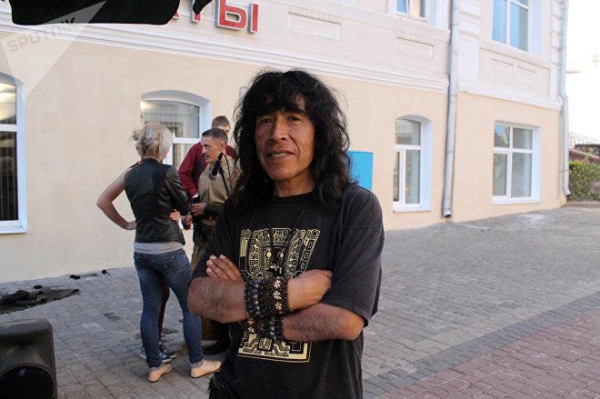Музыкант из Южной Америки говорит, что его пригласили на Славянский Базар друзья из Витебска