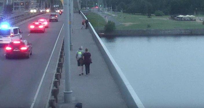 Гражданин Могилева проигрался вказино ипытался сигануть смоста вДнепр