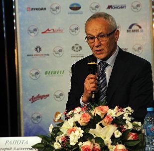 Госсекретарь СГ Григорий Рапота на пресс-конференции в Витебске