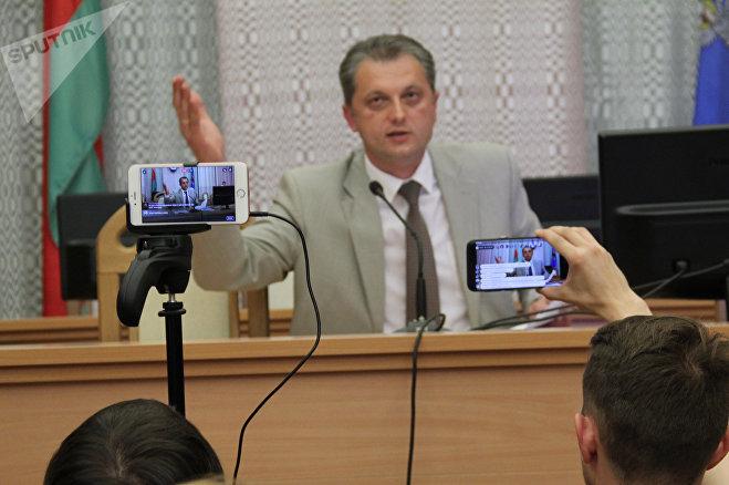 Глава администрации Центрального района Игорь Бузовский во время презентации проекта обсуждать настроения людей не стал - предложил оформить все письменно и отнести в райисполком