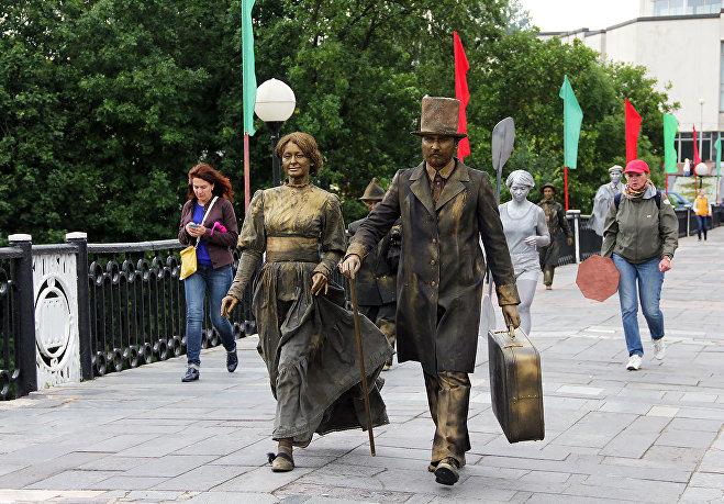 Ожившие статуи направляются в Город мастеров развлекать публику