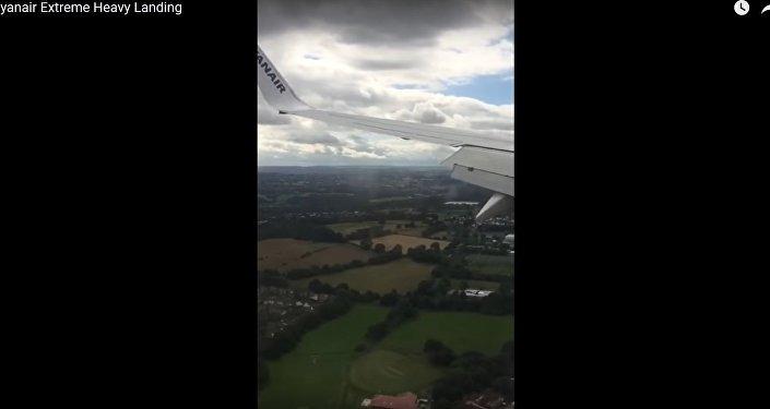 Жесткая посадка самолета Ryanair в Великобритании попала на видео