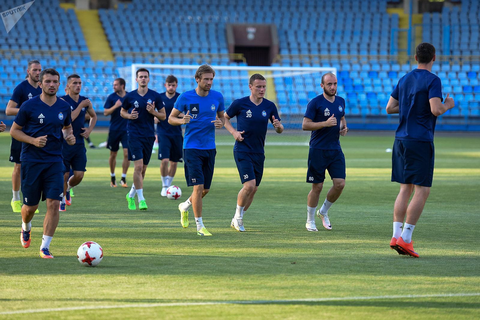 Футболисты БАТЭ на тренировке перед игрой с Алашкертом