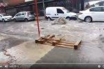 Поток воды затопил стамбульское метро, видео