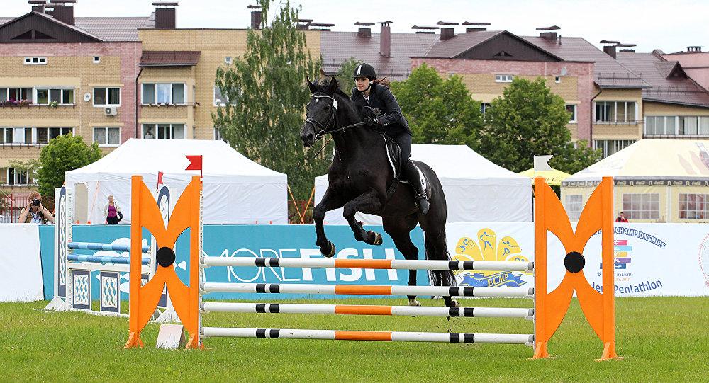 Екатерина Орел в дисциплине конкур на Чемпионате Европы по современному пятиборью в Минске