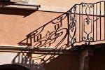 Ограждение балкона, архивное фото
