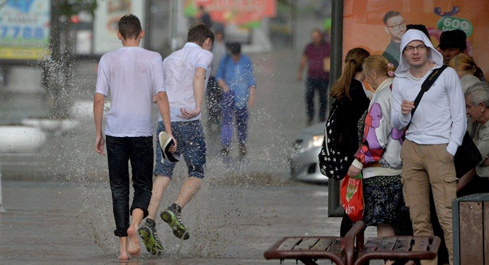 Летні дождж у Мінску, архіўнае фота
