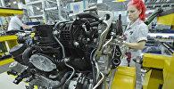 Дизельный двигатель на заводе Daimler, архивное фото