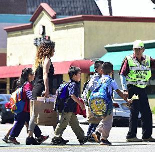 Дети идут в школу в Техасе, архивное фото
