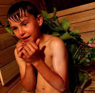 Ребенок в русской бане