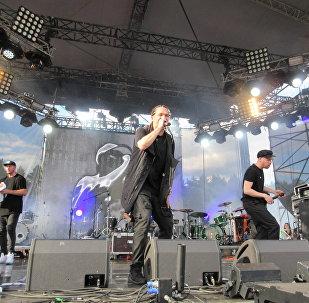 Легенды российского хип-хопа Каста привезли свои лучшие песни и новый альбом.