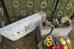 Разбитые памятники на кладбище в Крупском районе