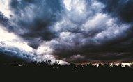 Грозовые облака, архивное фото