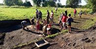 Студэнты гістфака на раскопках гарадзішча Кардон